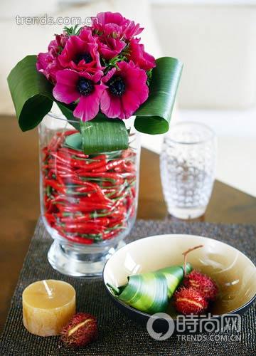 花材:蕙兰与火龙果   图片