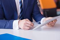 内部审计师可以通过确定何种事项来评估管理当局的计划职能?