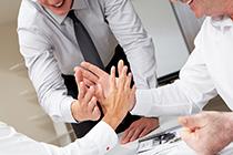 以下哪种舞弊行为主要不是为了让企业受益?