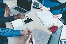 管理者的最优控制幅度取决于多种工作变量。比如,在同样的工作区域监督执行简单重复任务员工的经理最有可能监督: