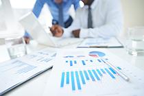 在两个企业拿工资 应该在哪个企业交社保?